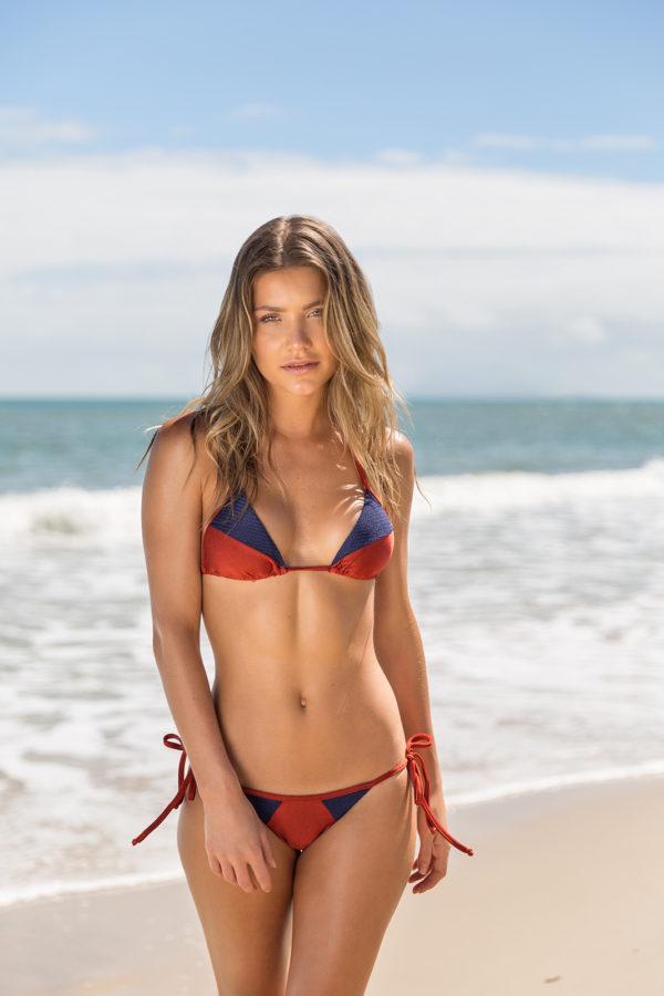 Sexy Bikini ziegelrot blau glänzend strukturiert - Rio de Sol