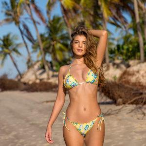 Gelb geblümter Braszil Bikini, Florescer